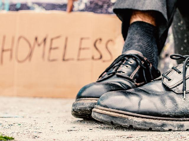 homelessmanshoes2as_si